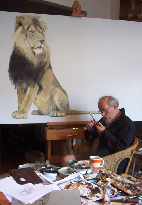 Pawel painting the sitting lion- Pawel Kromholz