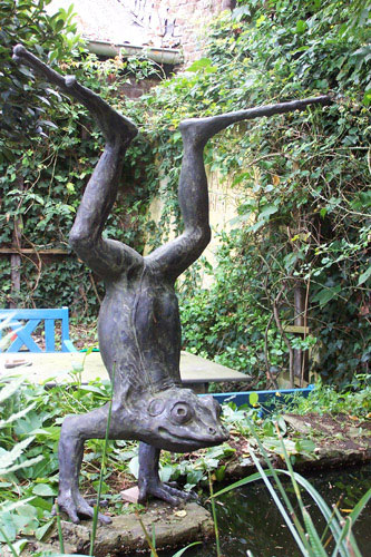 Leaping Frog- Pawel Kromholz